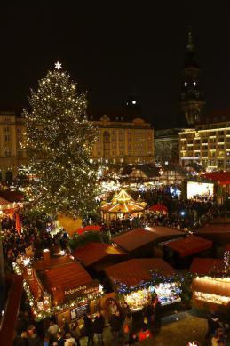 christmas-market-612705_1920.jpeg